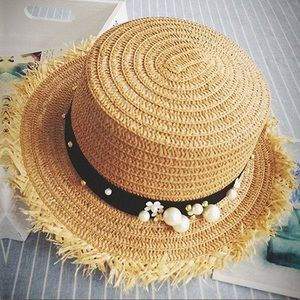 Accessories - 5⭐️Straw Banded Hat with Floral Gold Pearl accents
